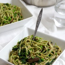 Linguine pea puree with garlicky spinach and mushrooms